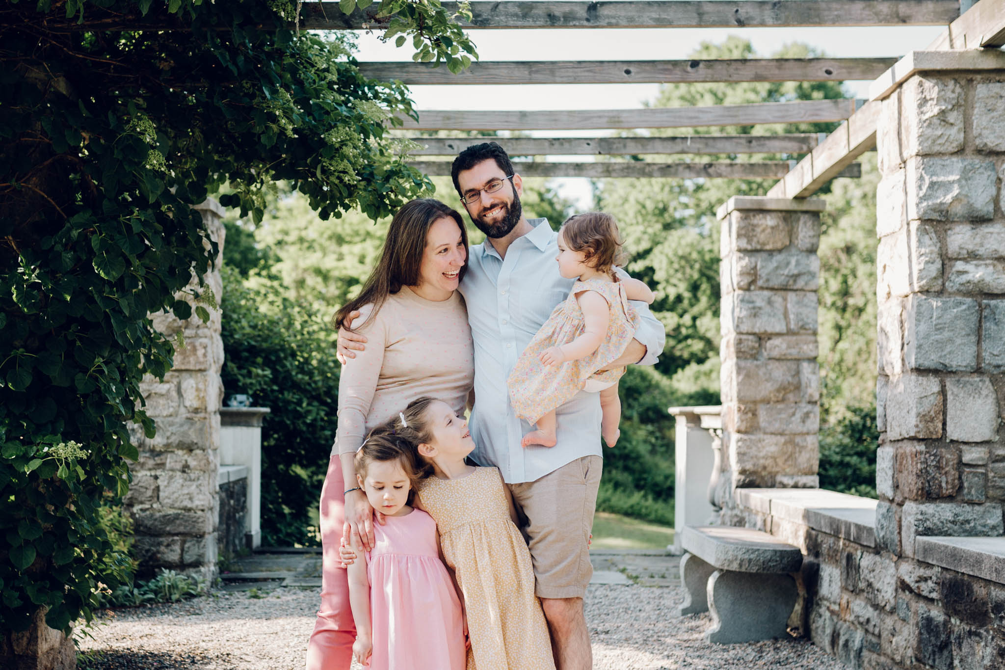 candid family portrait in stamford connecticut by laura barr photography