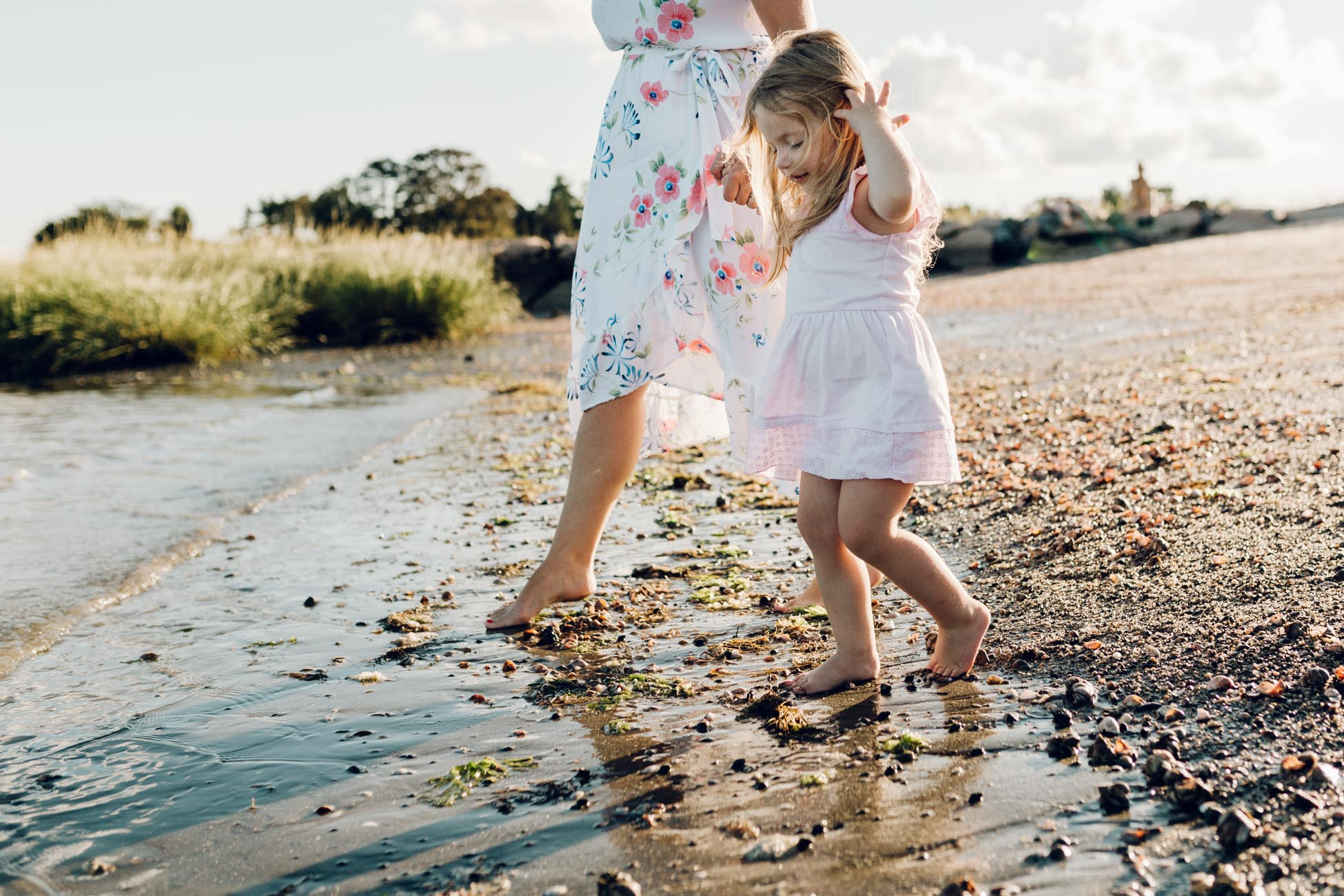 dipping her toes in by laura barr photography southport ct