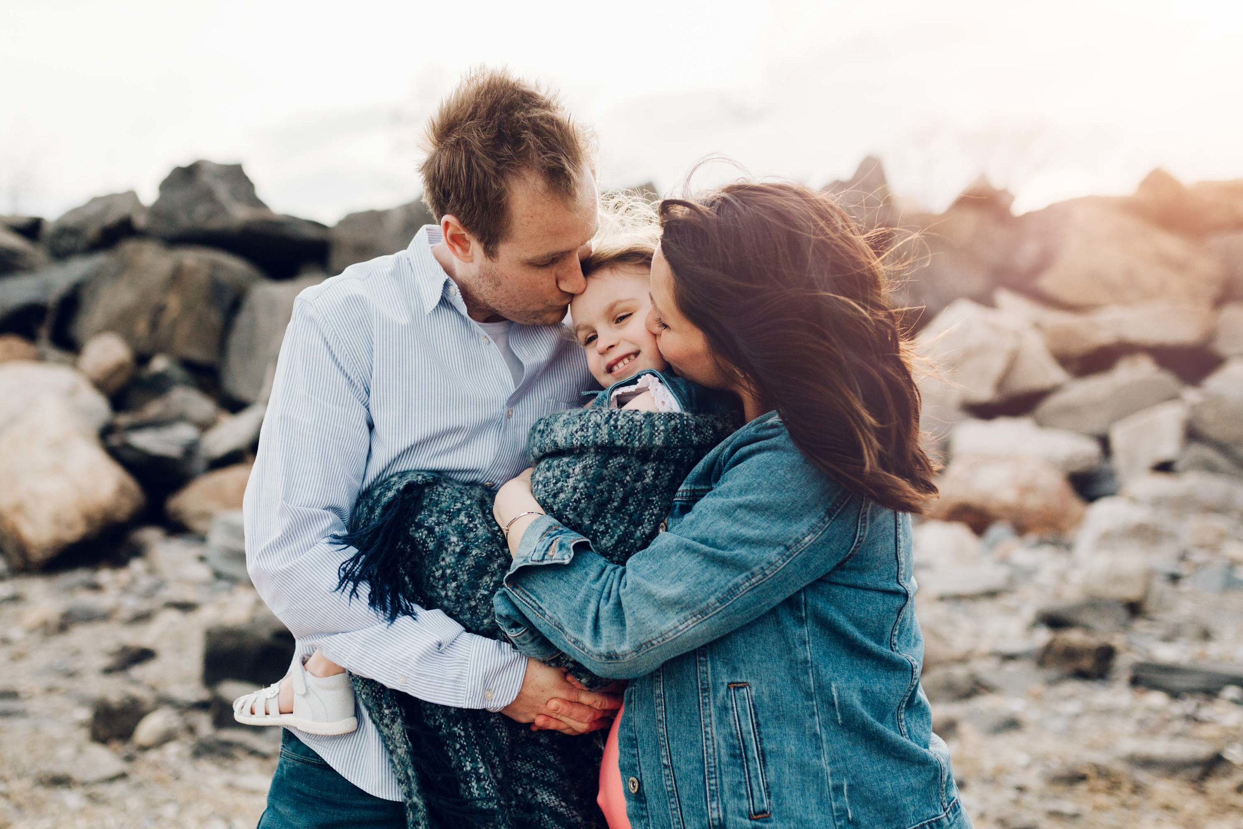 windy evening at tops point in greenwich by family photographer laura barr photography