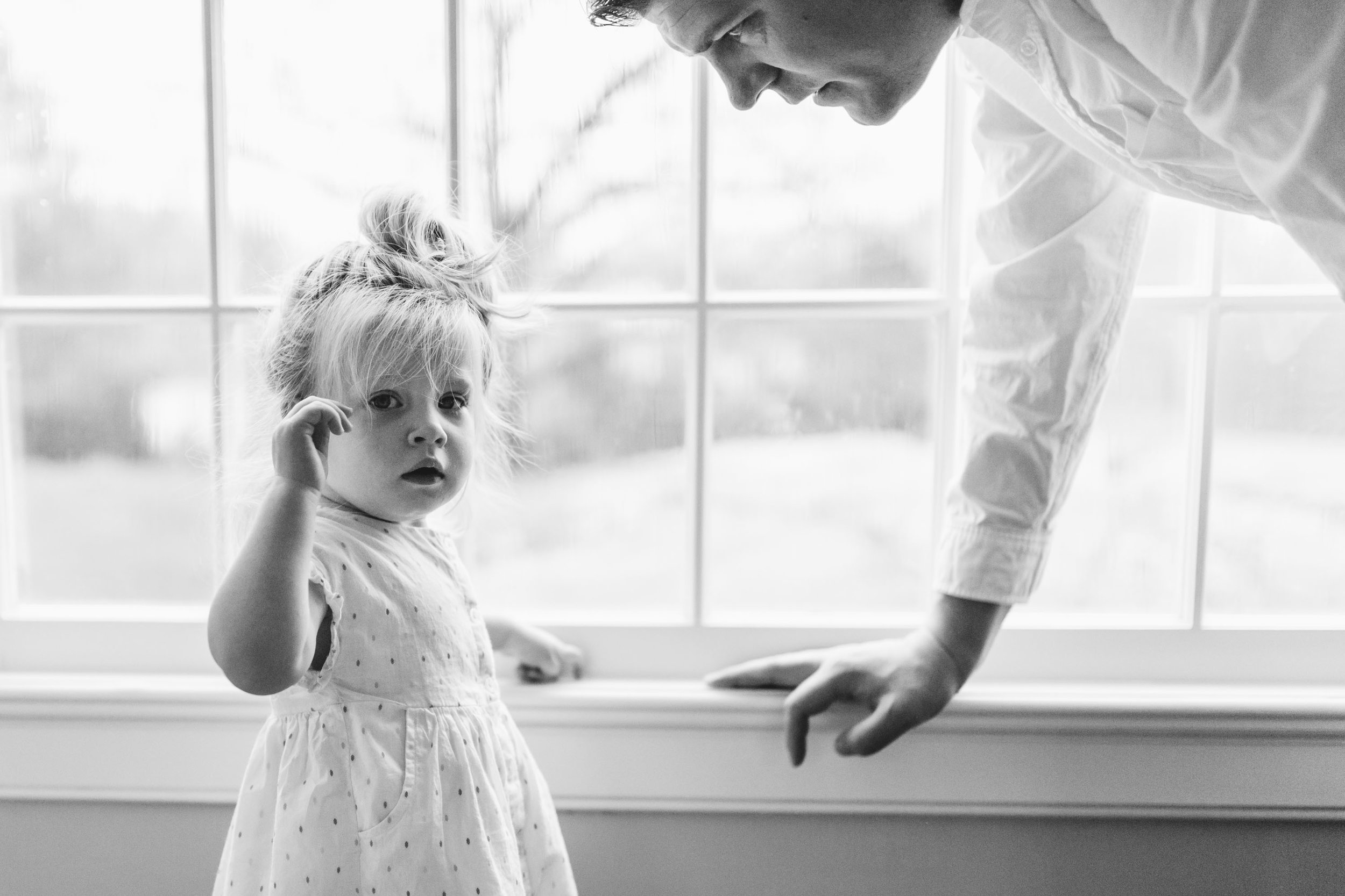 toddler and dad by lifestyle photography laura barr photography in fairfield county connecticut