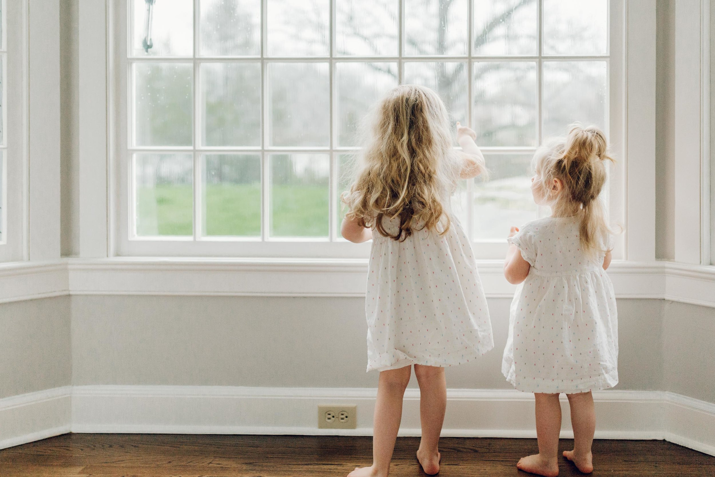 sisters at home by laura barr photography ridgefield connecticut