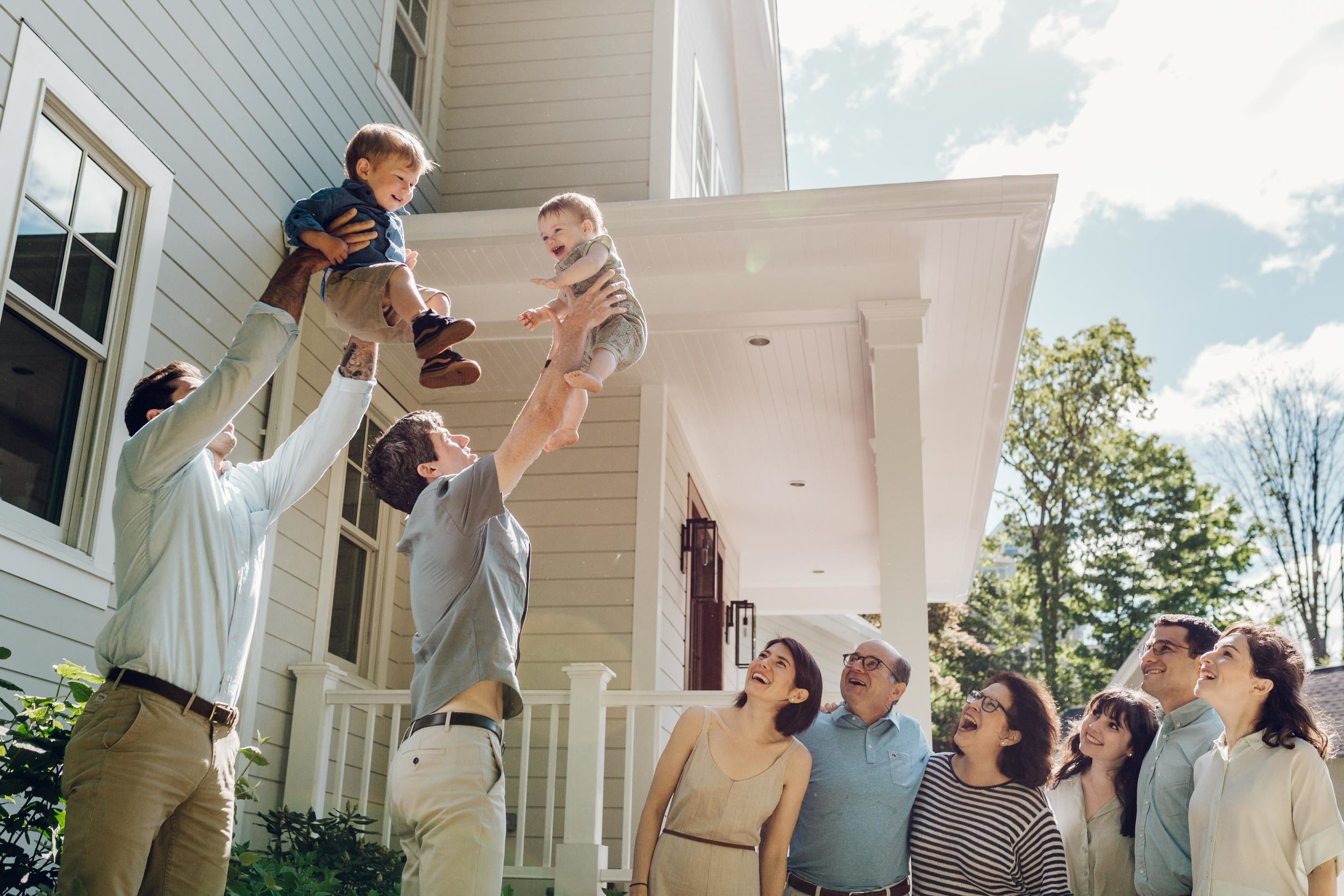 large family candid photography in greenwich ct by laura barr photography