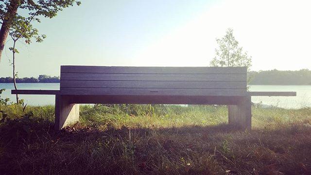 Take a load off.  #moderndesign #seatingelement #landscapearchitecture #landarch #landschaft #lakeside #lakeview @charlesrstinson