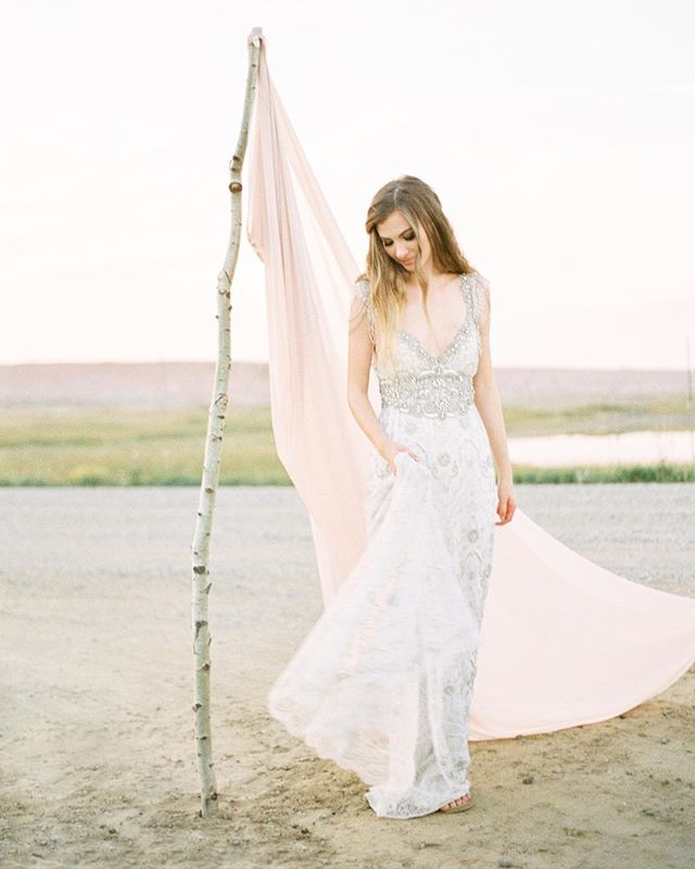 Simple setups can often bring in a lot sophistication to wedding styles. I find the key to good design is learning how to curate. Pairing down the aesthetic to have a stronger voice by choosing pieces that have impact. This dress by @annacampbellbridal from @pearanddot can set the tone for the entire wedding design. ⠀ ⠀ a Moroccan inspired styled shoot by @melaphotography, Collab. members @fairmavenfloral @makeupbyanhpham, Hair by @cherishschutte, paper and calligraphy by @paperocelot, model: Taylor  @theknottyswede, @tonoandco⠀ ⠀ #fujifilm #fuji400h #shotonfilm #fineartfilmphotographer #yycfilmphotography #yycfineartphotography #yyc