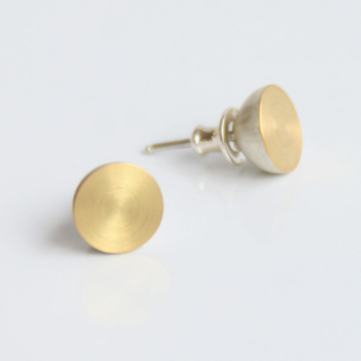 9a stud earrings 18ct gold silver.jpg