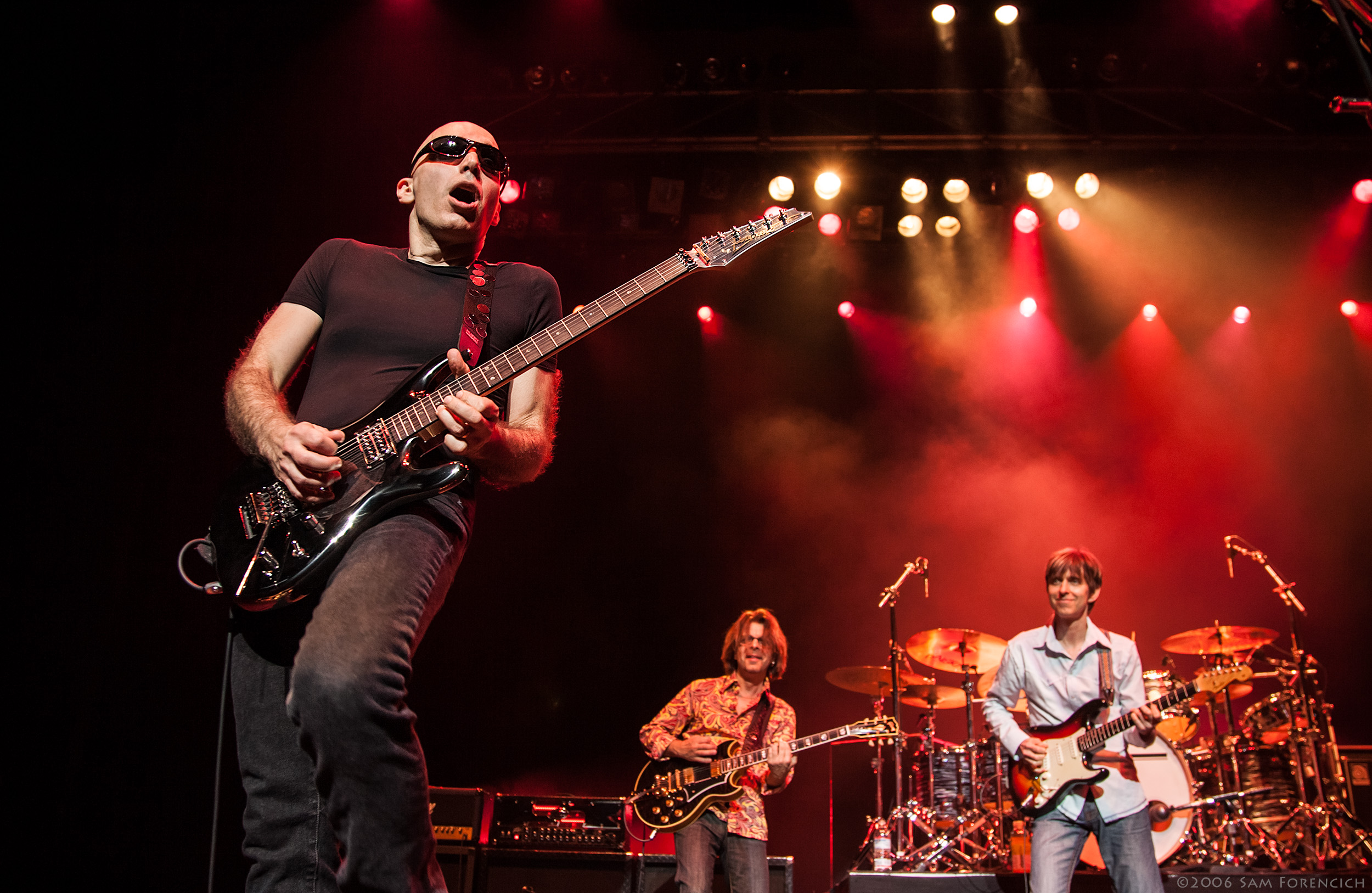 May 2006,San Francisco, California - Joe Satriani performs with Jonny A. and Eric Johnson at the Warfield Theater - 2006 Super Colossal Tour ©2006 Sam Forencich