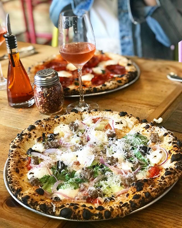 Guess that pizza! 👆🏻 ⁣⁣ (I'll give you a hint: it's @robertaspizza ) ⁣ ⁣ You can always find a great slice to pair with basically any wine! #bestfriends