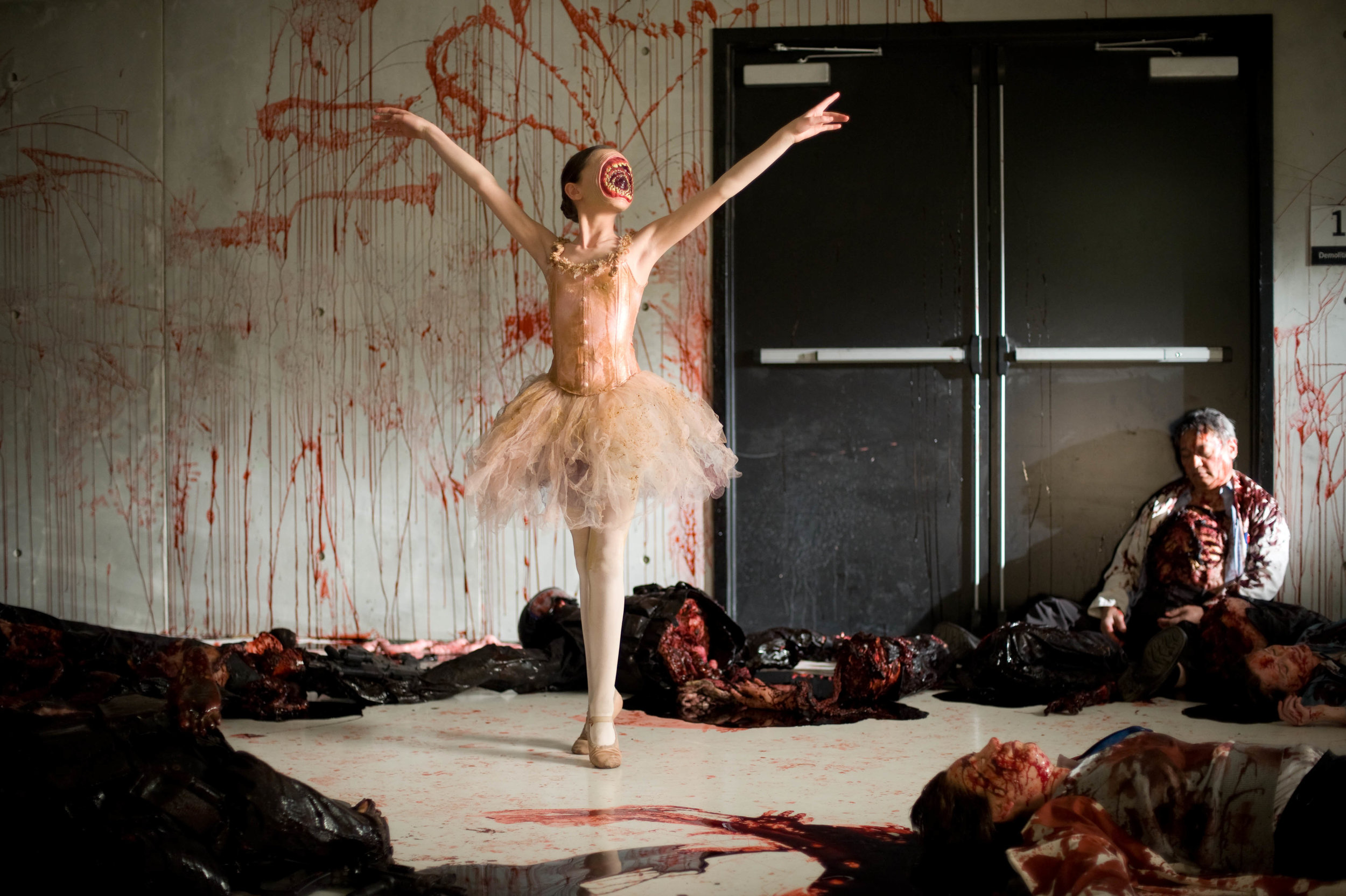 ballerina dentata - cabin in the woods