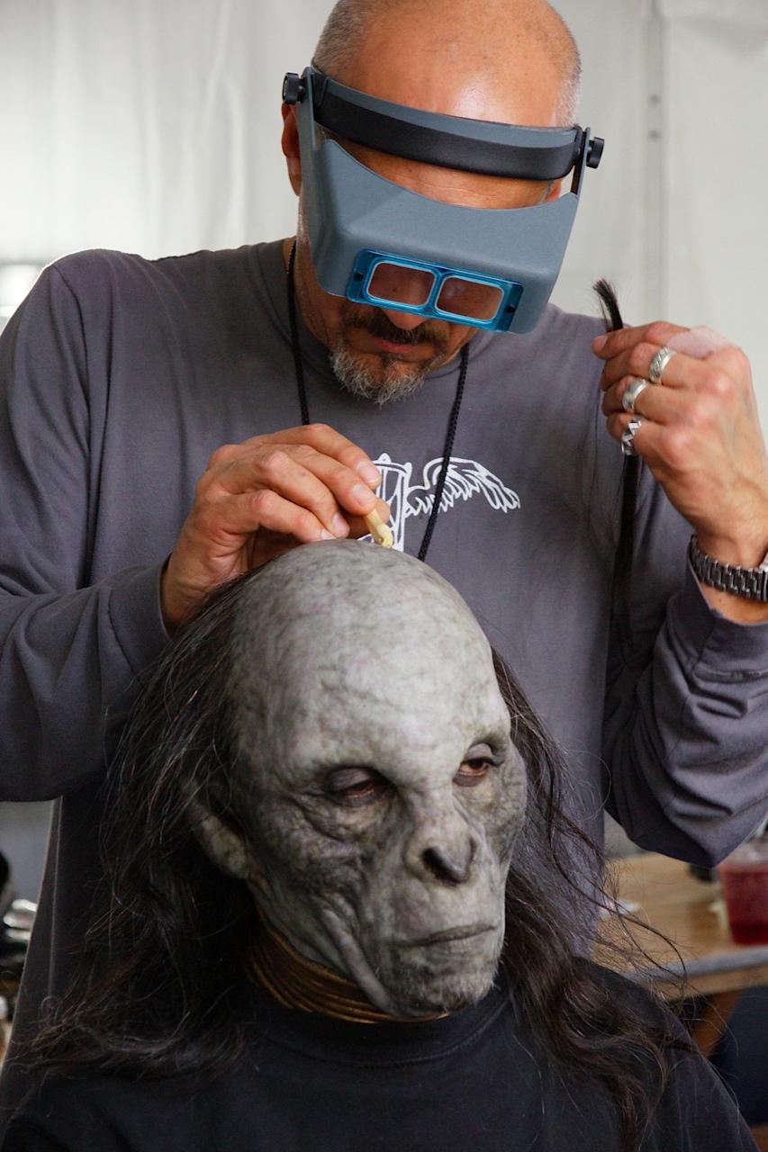 david applying shaku make-up - Star trek: into darkness