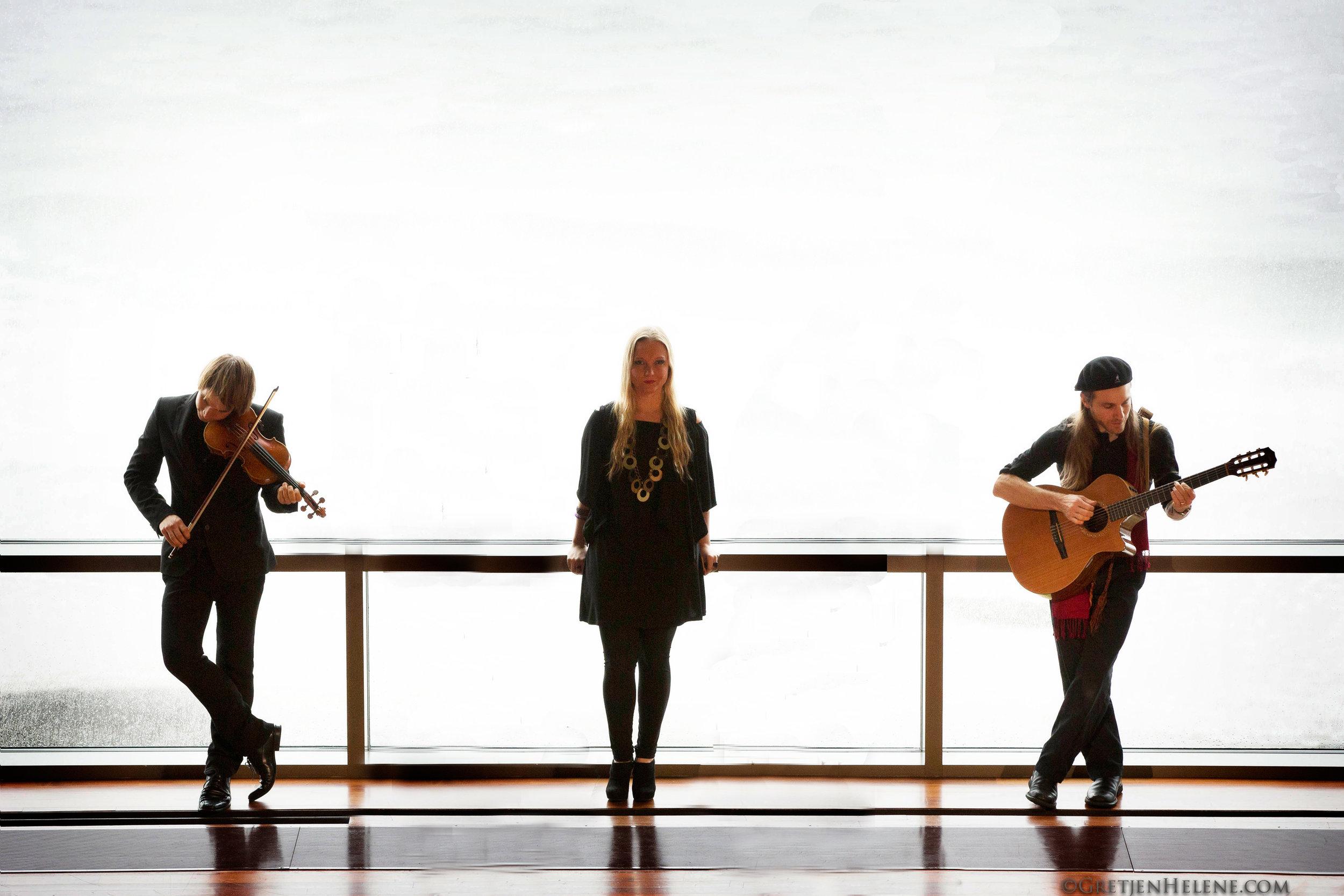 Guy Mendilow Trio - Photo by Gretjen Helen - 300dpi