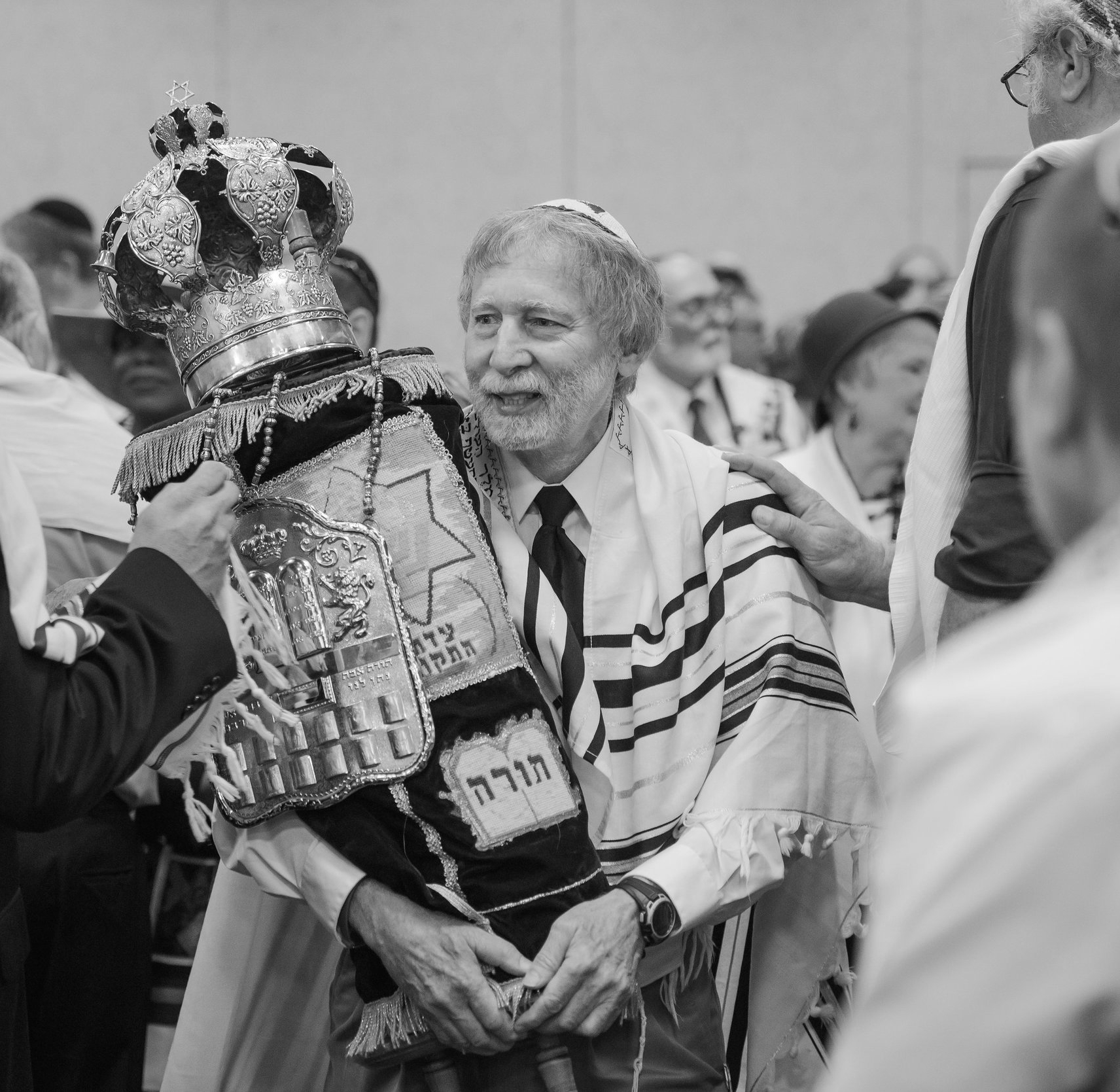 Elliot Freeman leads a UMJC Torah procession in Chicago 38 years after co-founding the Union.