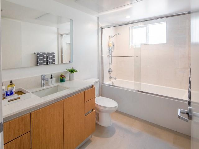 07 - Interior Bathroom.jpg