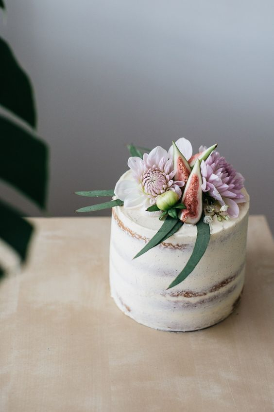 Cardamom layer cake with figs and caramel. So pretty! (source:  http://www.erinmadethis.com/ )
