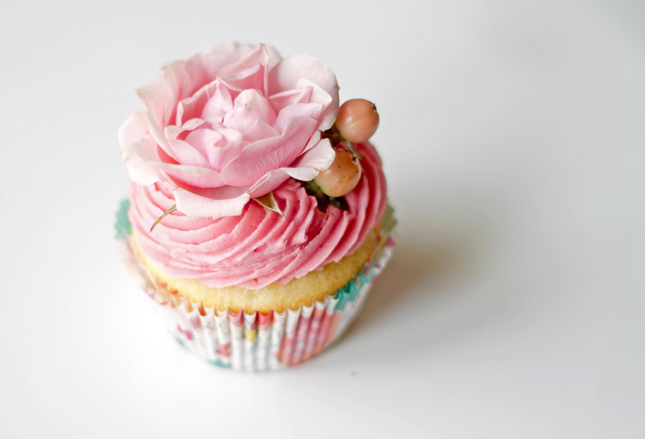 Custom cakes windsor ontartio; baptism cakes; wedding cakes; custom made cake; best cake in windsor; cake shop windsor; birthday cake windsor; best birthday cakes; chocolate cake; cupcakes; windsor cupcakes; best cupcakes in windsor; custom-made designs; themed cakes; floral cakes; layered cakes; windsor ontario cake shop; anniversary cake
