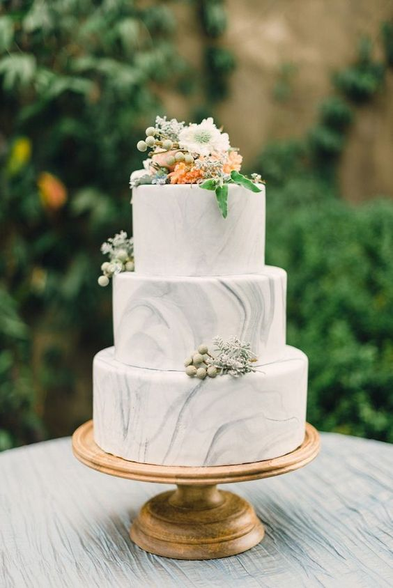 Marble cake are so popular right now!   Photo:  www.heyweddinglady.com