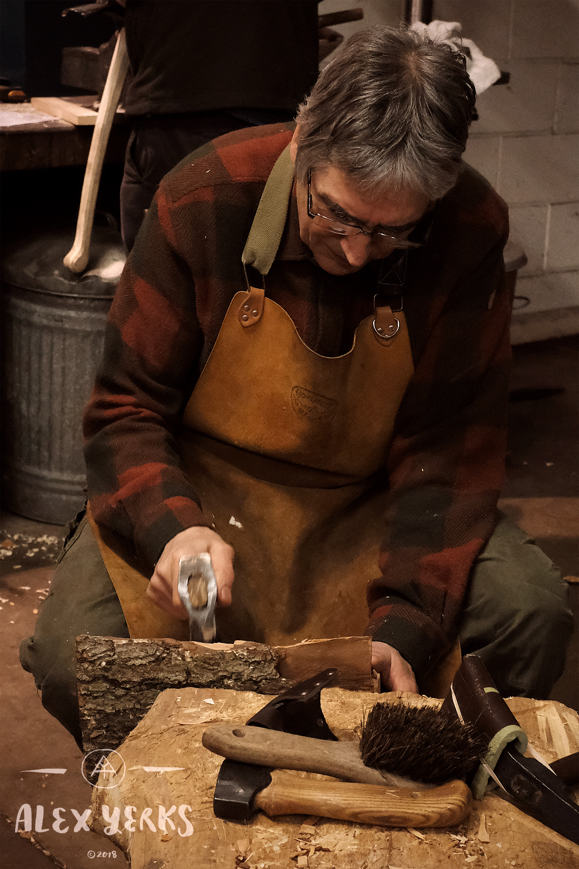 It's interesting to watch other carvers work methodically. Alastair has been carving for a long time and knows precisely what he's doing. You can learn a lot by sitting quietly watching one another.