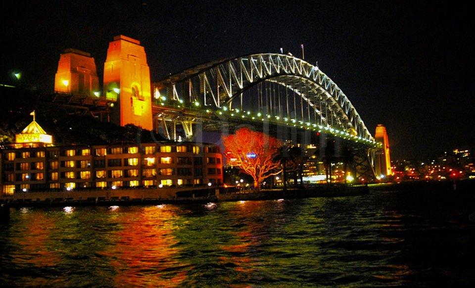 sydney-harbor-bridge-night.jpg