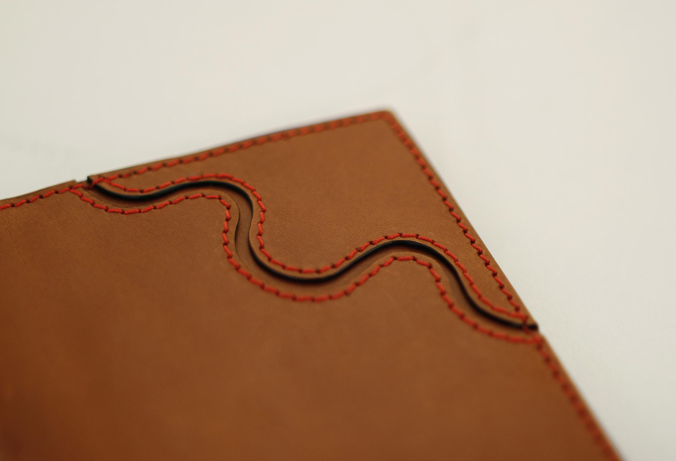 Passport Book in Veg Tan Brown Coral