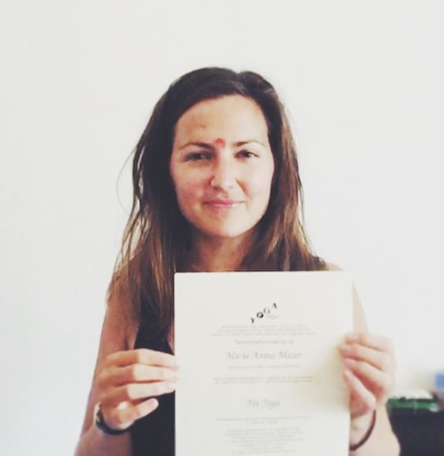 Uups I did it again : I am now officially certified Yin Yoga teacher 🎉 i have never seen anything so versatile like yoga and it will never get boring for me. The more I learn the more I want to know! For the first time I got to know the Sivananda Lineage and I feel very connected to it 🙏 thank you @yogavidya.de for this wonderful experience- I'll be back 🎉#gratitude #yogavidya #yinyoga #releaseandletgo #blessed #sangha #bhaktiyoga #saraswati #sivanandaashram #sivananda