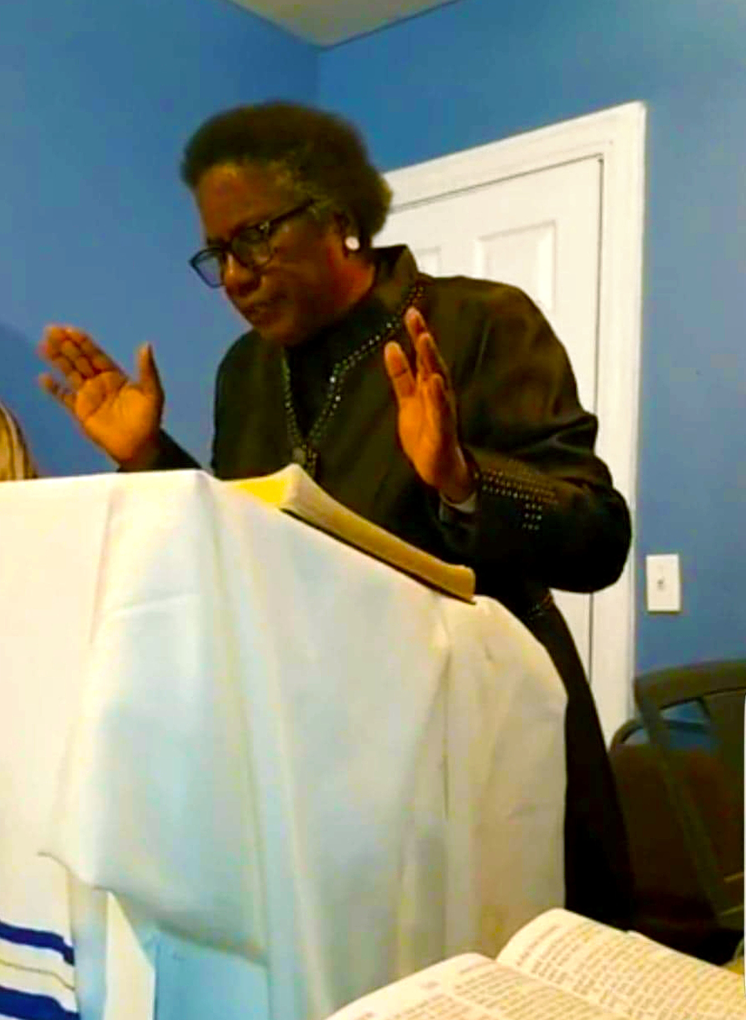 Senior Pastor Cathy Hunter.jpg