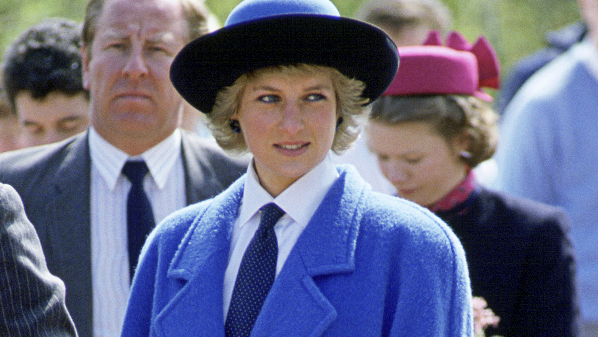 princess-diana-blue-coat-today-170111-tease_67fb50a5d74e0638f9044c8f0ad34ab0.jpg