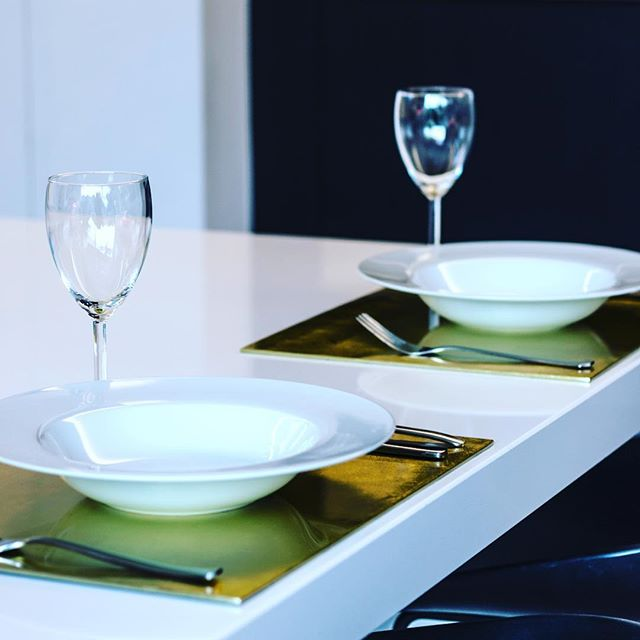 Dinner for two? #bamboo_indochine #vietnam #shinycolors #placematbox #gold #stylish