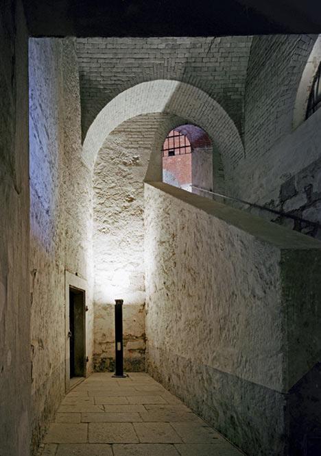 babel-moon-Fortress-of-Franzensfeste-Markus-Scherer-Walter-Dietl-12.jpg