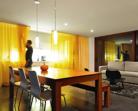 babel-moon-Stacked-Cabin-Johnsen-Schmaling-Architects-4.jpg