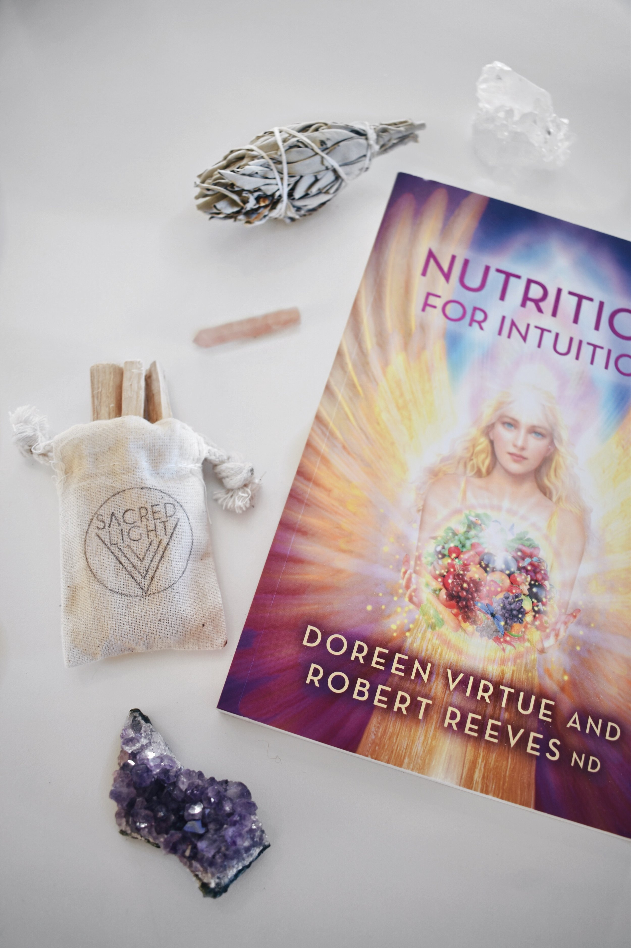 Honestly, - it would definitely be fair to say that I have an addiction for books about health, spirituality, yoga, wellness, and food. I buy tons, even though I might not have time to read them all. One of my latest finds is this amazing book, Nutrition for Intuition written of one of my favourites Doreen Virtue, and it is about food and spirituality. It talks about the importance of eating the right food in order to be able to feel your gut and intuition. It's really interesting and I can highly recommend it if you're also interested in these subjects.