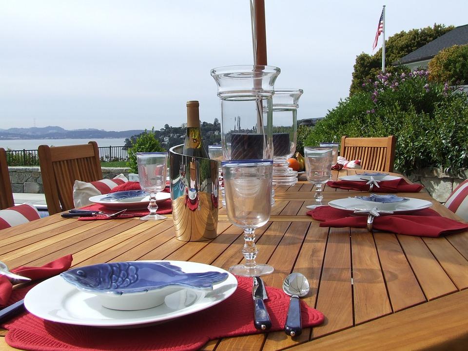 outdoor-dining-172644_960_720.jpg