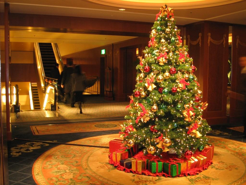 Christmas_Tree_at_the_Westin_Tokyo.jpg