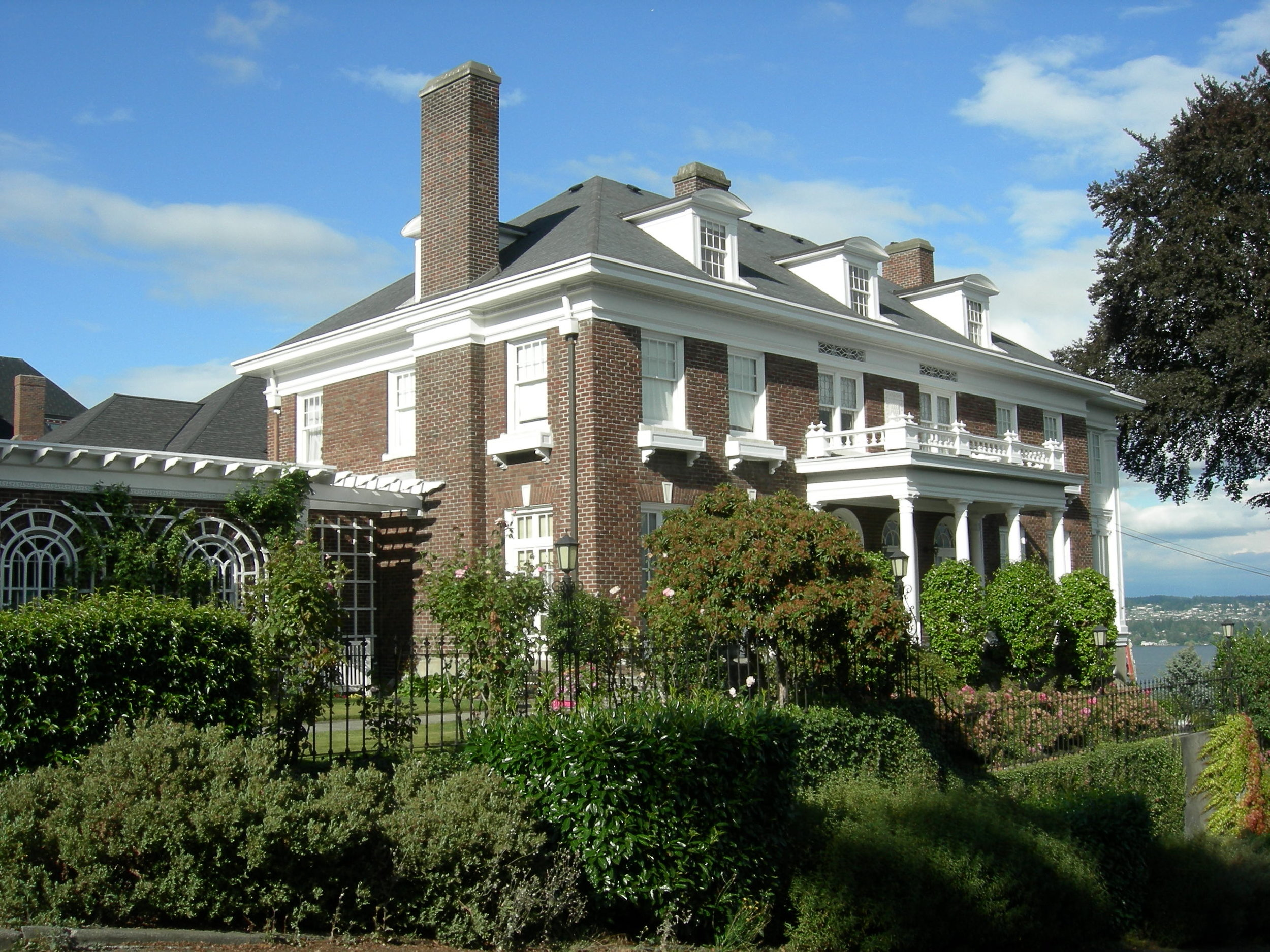 Raymond-Ogden_Mansion_03.jpg