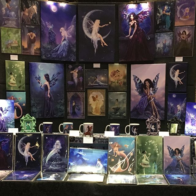 Second day at #megacon, come see me at table 10PR in artist alley. I've got free stickers for my followers 😁💕 (swipe to see me on the map) . . #megacon2018 #artistalley #fantasyart
