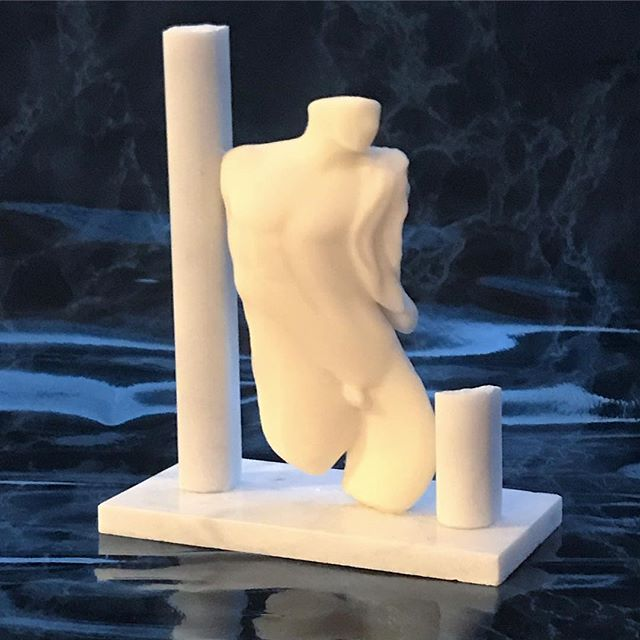 Playing around with some ways to document the sculptures. #nextslide #3dprint #mfaphotovideo #svamfaphotovideo #henrikson #arthistory #sculpture