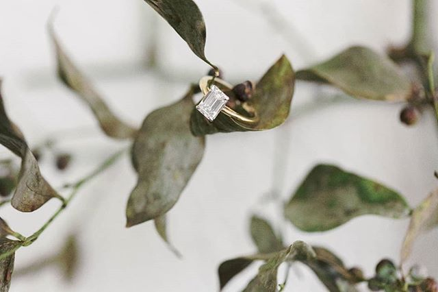 @heathergillin's gorgeous custom ring. 💍 -------------------------- #wedding #engaged #bride  #weddingdress #austinwedding #austinweddingphotographer #texaswedding #dallaswedding #dallasweddingphotographer #collegestationwedding