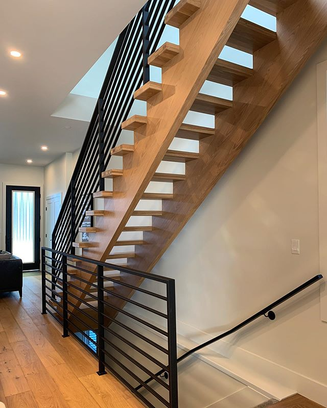 Crisp metal lines on this beautiful staircase in a recent @westlighthomesyeg project here in #Edmonton!  Keep an eye out for this new house to hit the #yeg market!  #yeghomes #yeginfill #yeginteriors #interiordesign #homebuilder #stairs #design #interior #custommetal