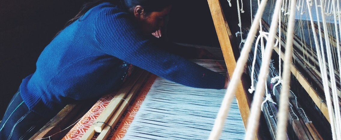 This is the machine that is used for this specific weaving technique, taller de pie