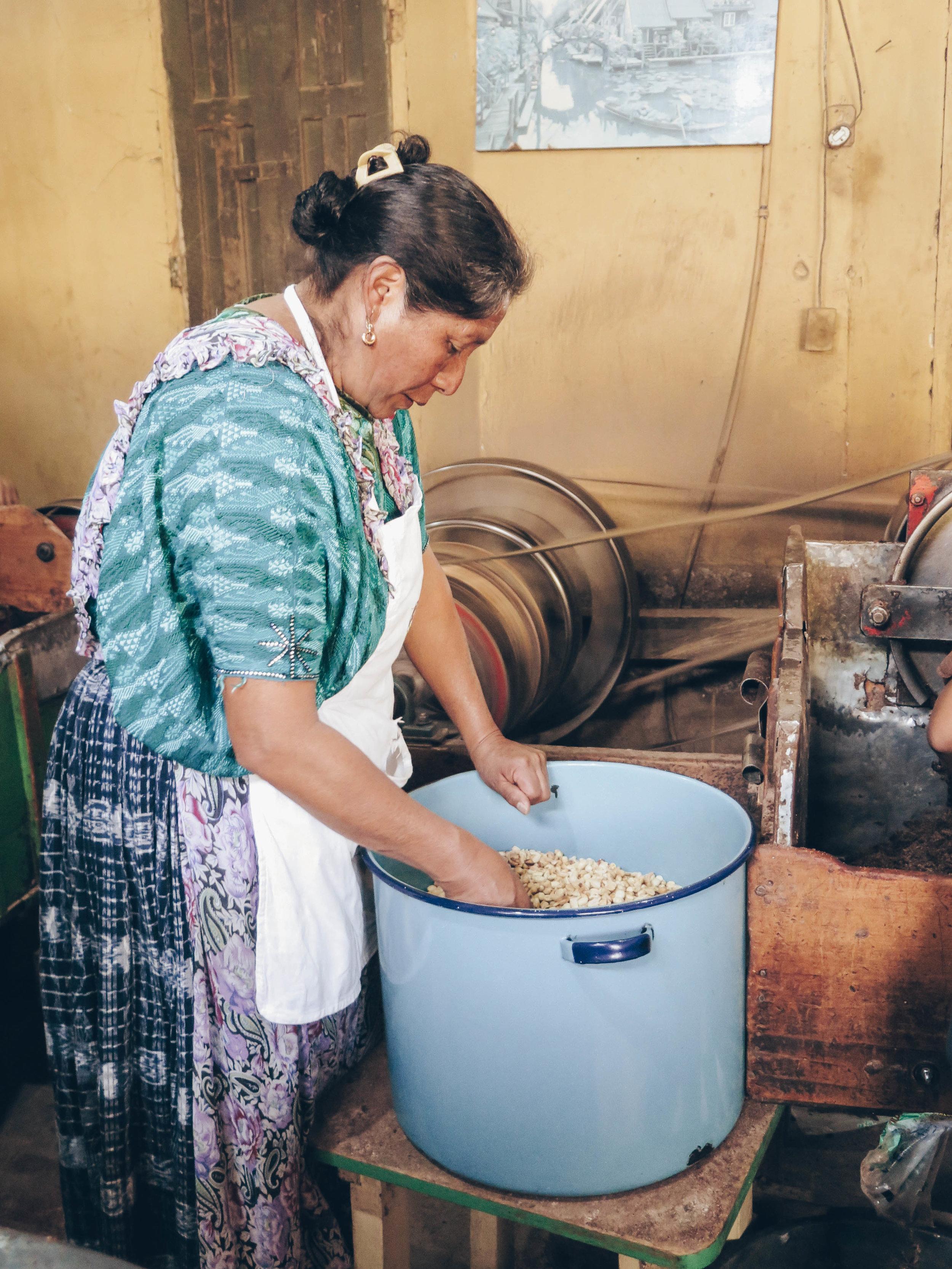 Doña Isabel preparing the peanuts.