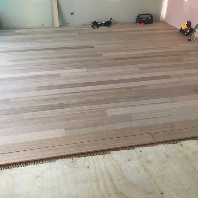 Site visit today the solid Tasmanian Oak flooring is coming up a treat stay tuned for the finished product . . . . #tasmaniakoak #solidtimberfloors #flooring #itsallcomingtogether #newtownhousebuild #doublestorey