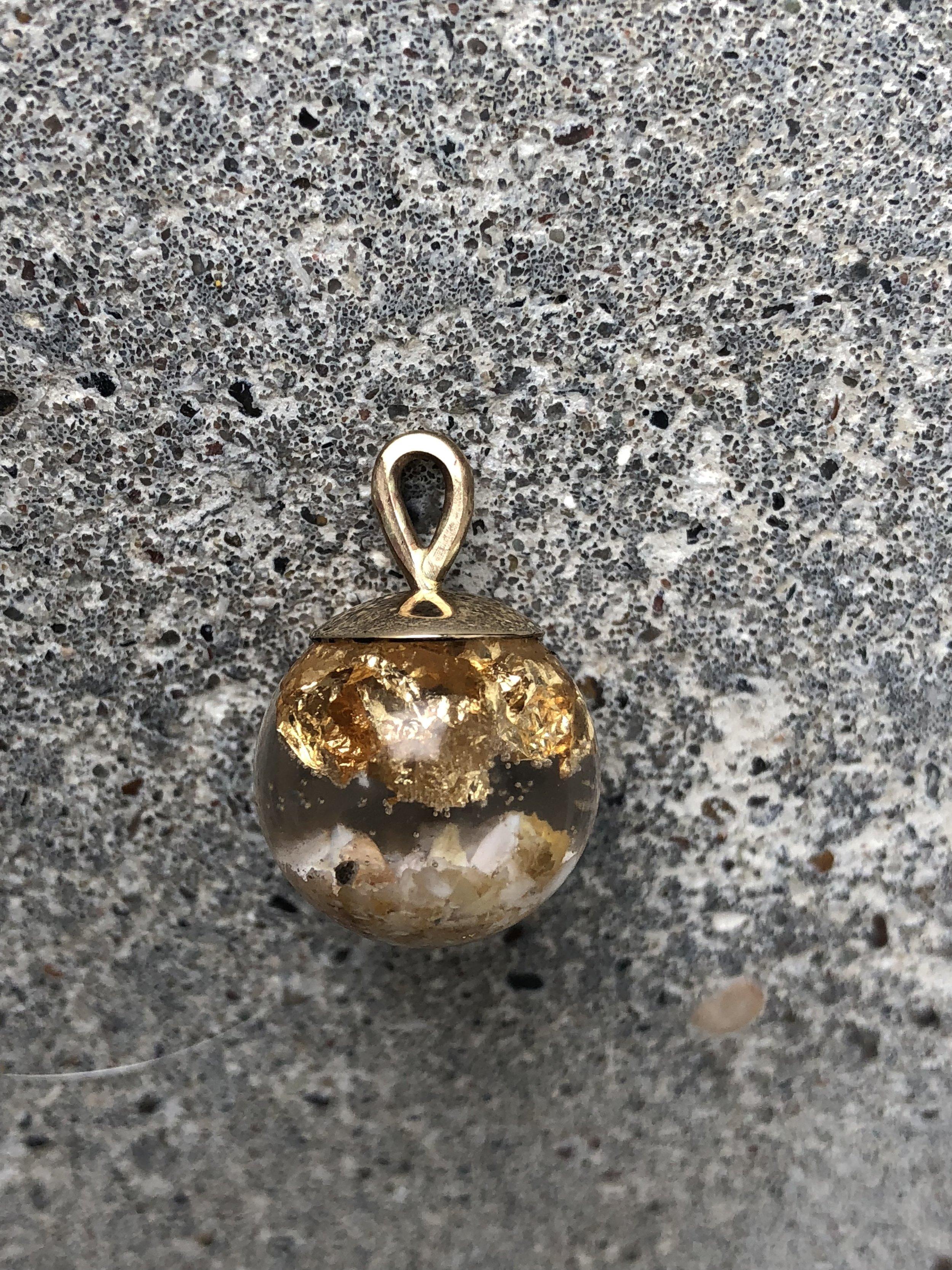 smykke med dyre aske