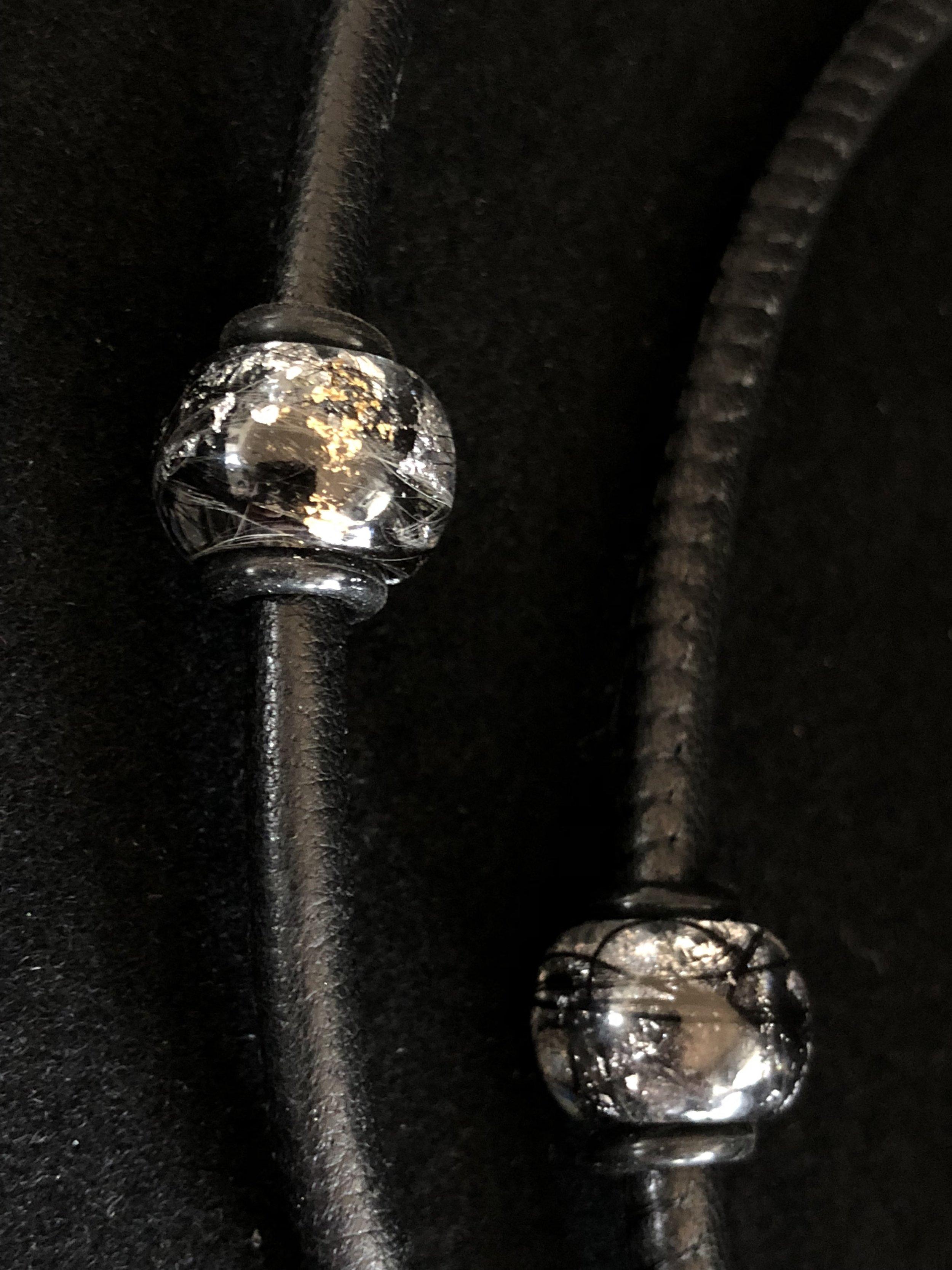 aske smykker og hår