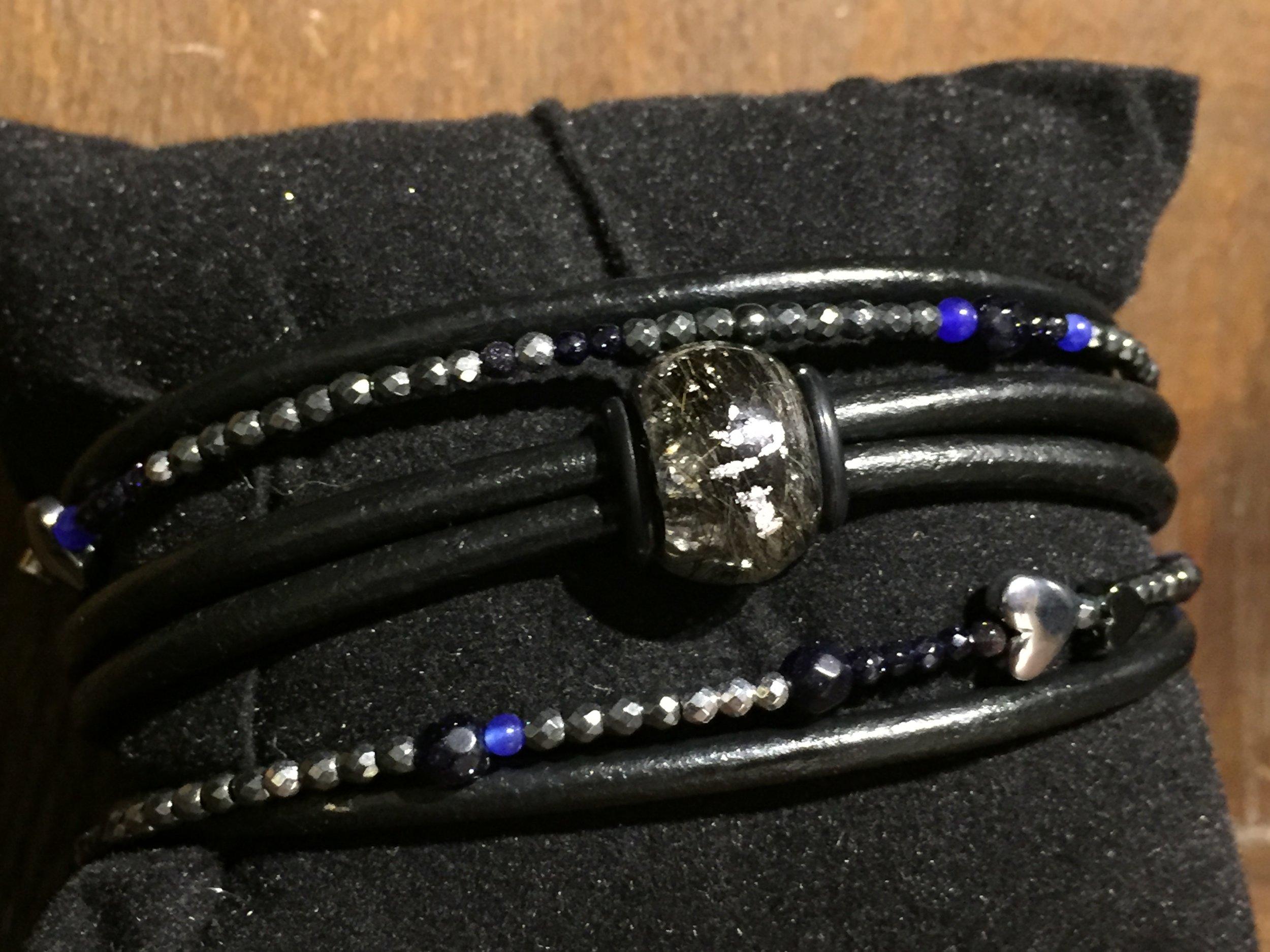 smykke lavet med hundehår