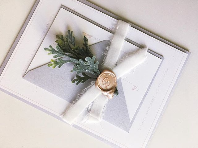 Two of my favorite things: paper & plants. All wrapped up into one envelope🌿