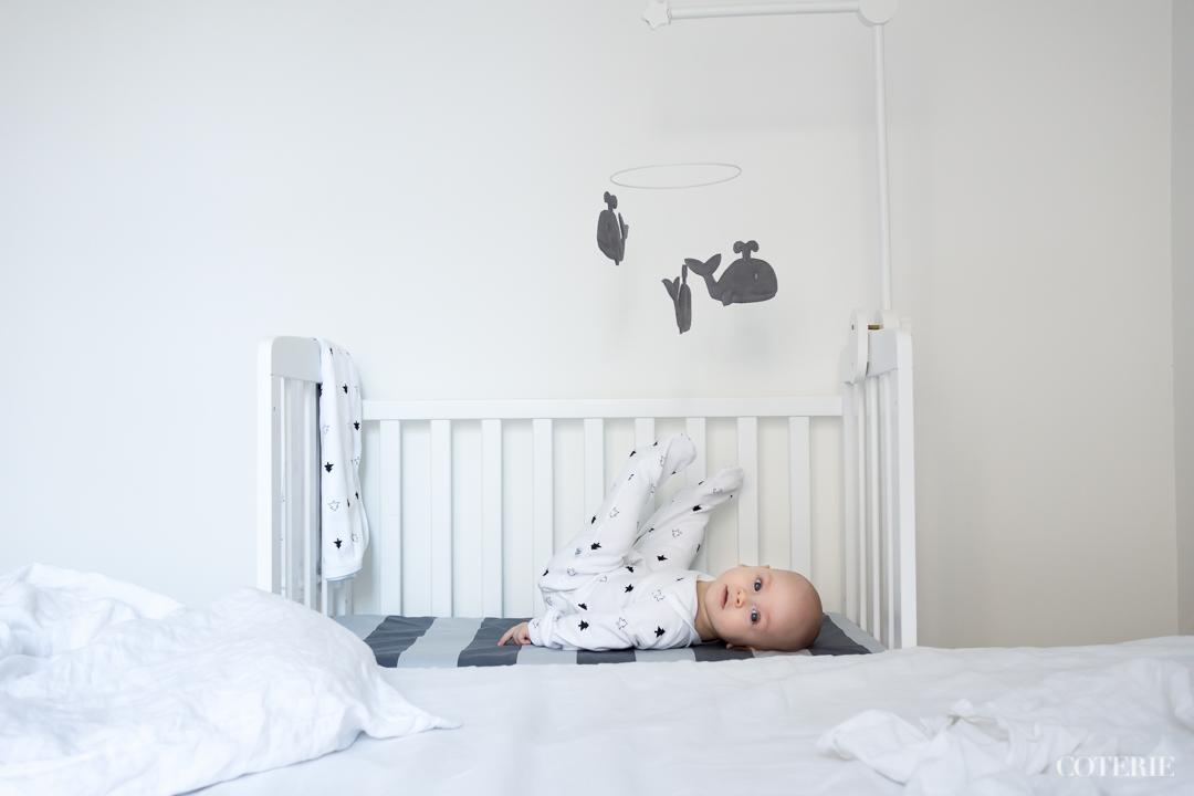 Raikas raidallinen lakana on kotimaiselta uudelta merkiltä  BabyWallabylta  . Kurkkaahan   Instagramin puolelle  , jossa on käynnissä arvonta heidän kanssaan!