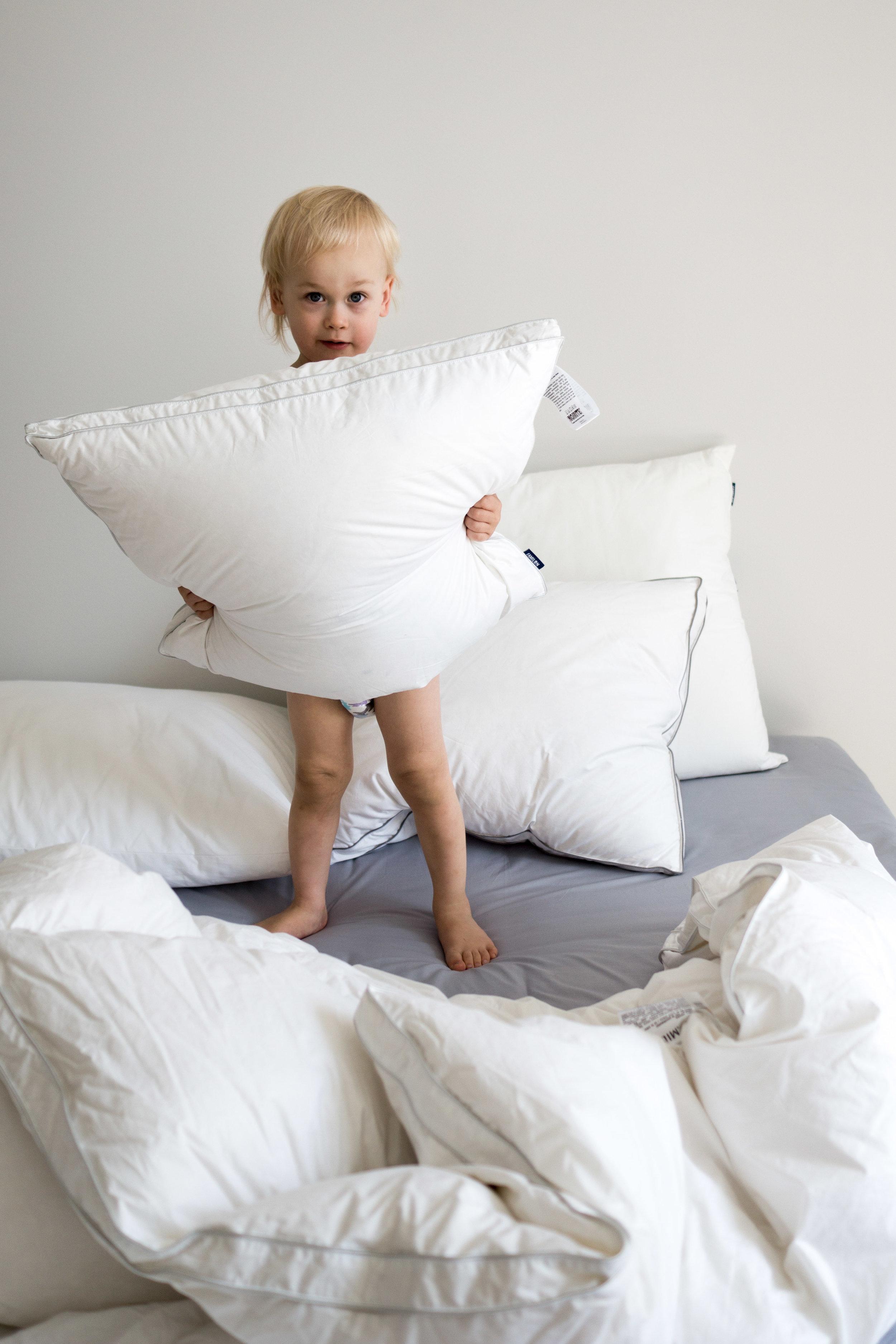 Valitsemissani tyynyissä ja peitoissa on kauniit tuplakanttaukset ympärillä.