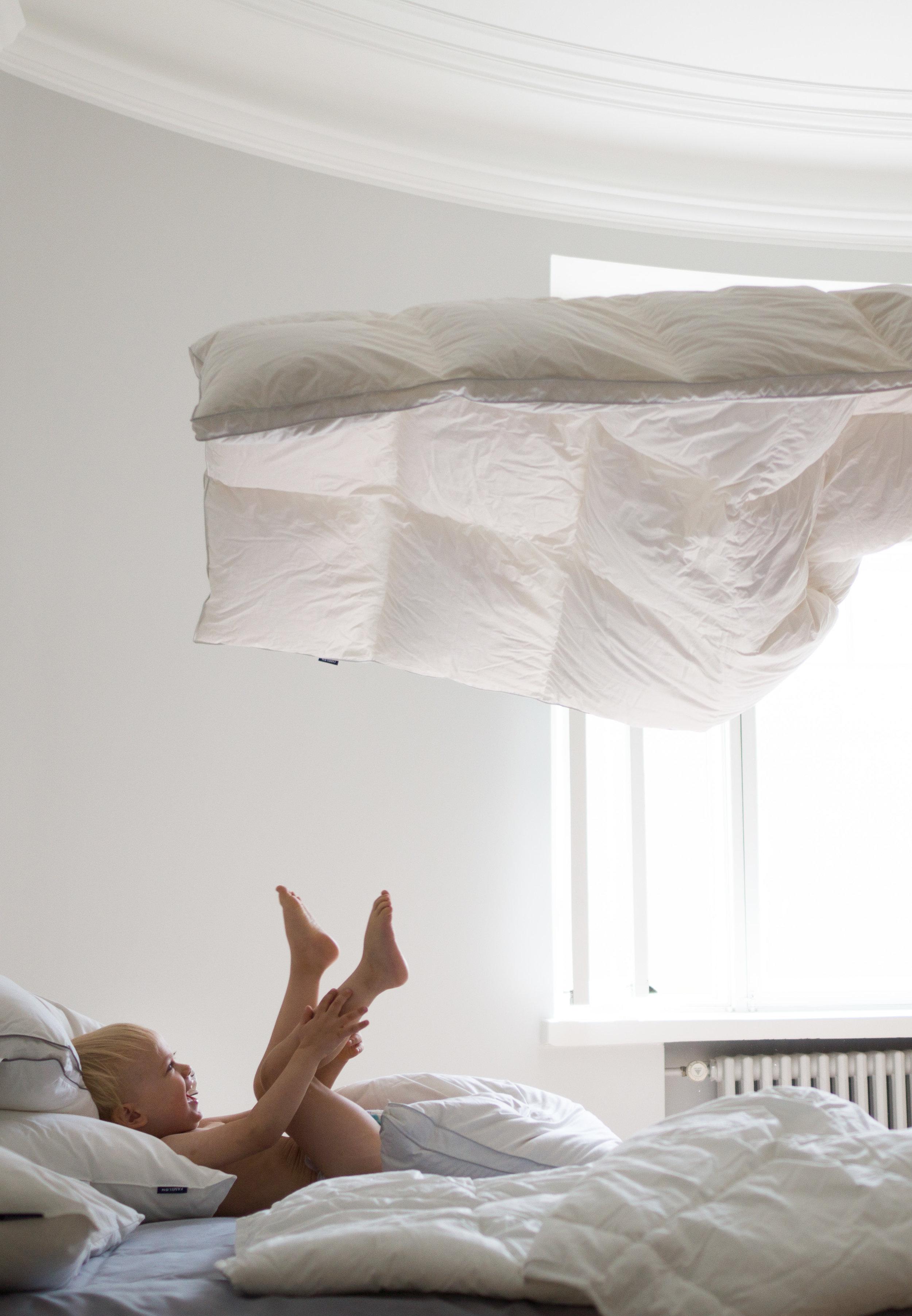 Pikkuapurilla oli hauskaa uusien muhkeiden peittojen ja tyynyjen seassa :)