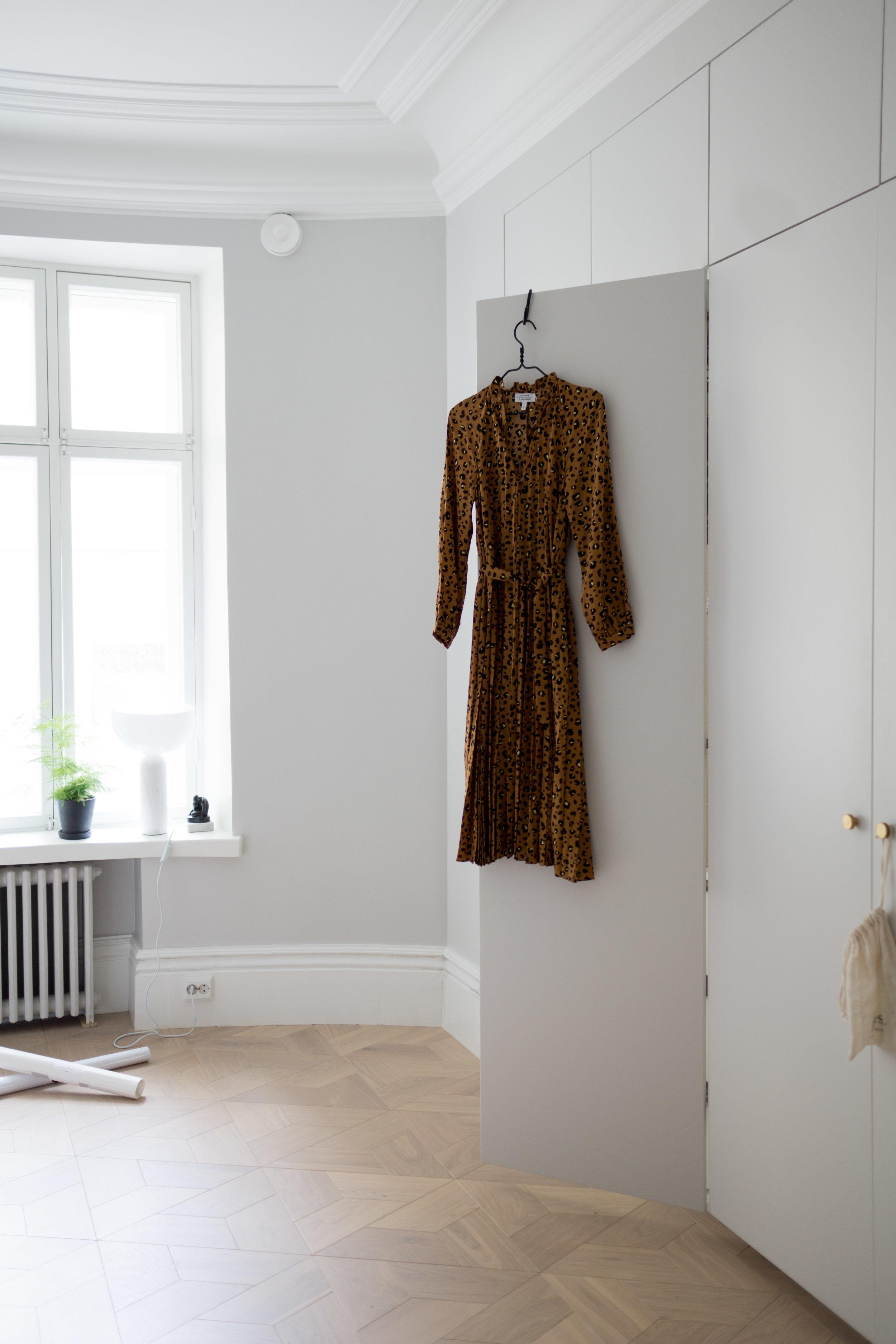 Kaunis leopardikuviollinen & Other storiesin mekko ei valitettavasti sopinut vartalotyypilleni, joten lähtee palautukseen…