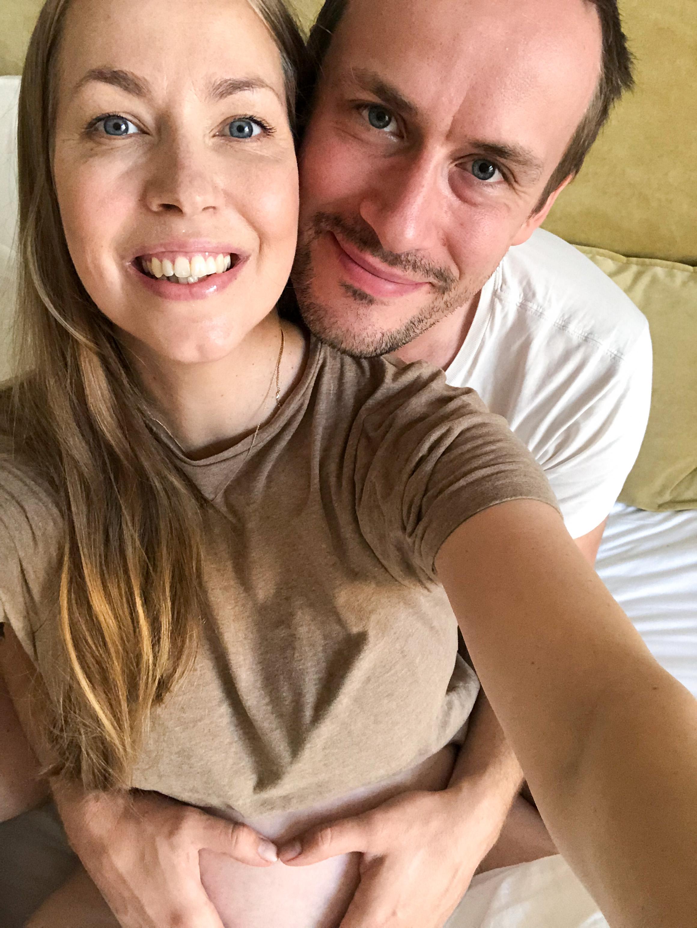 Kunnollisia yhteiskuvia Patrikin kanssa emme nyt tällä kertaa saaneet, mutta onneksi muutaman onnistuneen selfien edes <3  Btw, täydellisen värinen beige t-paitani Totemelta.