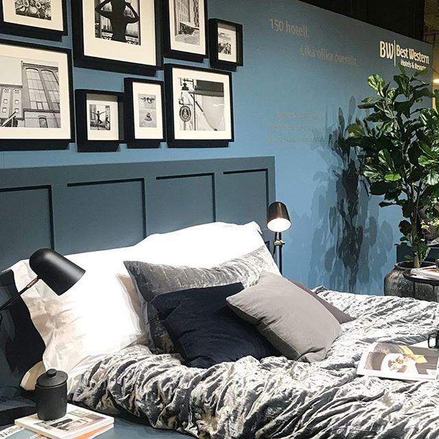 The Best Western fairstand at Möten & Events in Stockholm. Designed and produced by #stillback 🛏 / _______________________________________________________ #stillback #bestwestern #hotel #mässmonter #monter #fairstanddesign #monterdesign #interior #interiordesign #hotelinterior #hoteldesign #details #hoteldetails #hotelsforlocals #likaolikaöverallt #bed #varumärkesgestaltning #brandexperience #exponeringochsäljandeytor #exponering #konstruktion #production #projektledning #mötenochevents #kistamässan #stockholm #sweden #fysiskkommunikation