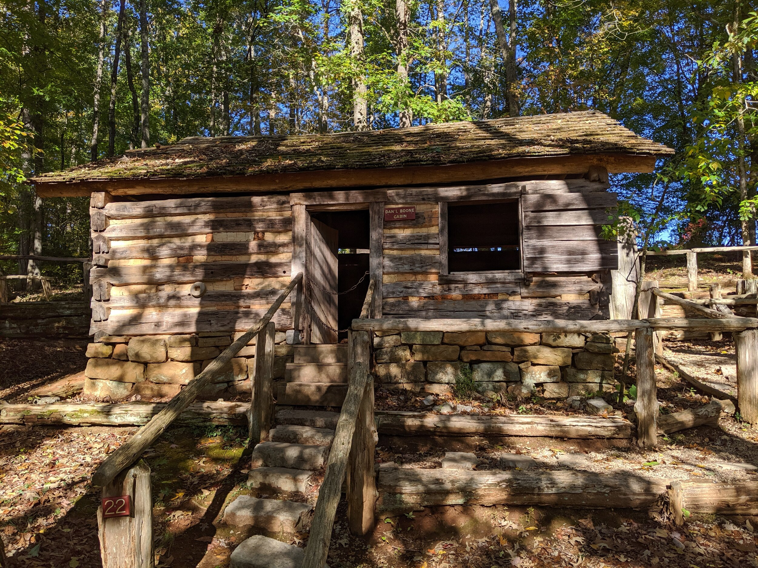 This is the cabin used in the old Daniel Boone TV series (Daniel Boone was a maaan…yes, a biiiig maaan…)